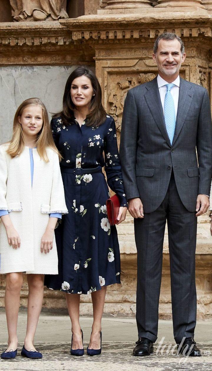 Королева Летиция, король Филипп VI, королева София и принцесса Леонор на Пасхальной службе