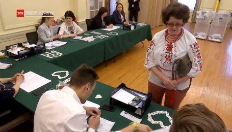 Другий тур голосування: виборчі дільниці розгорнули у 82 країнах світу