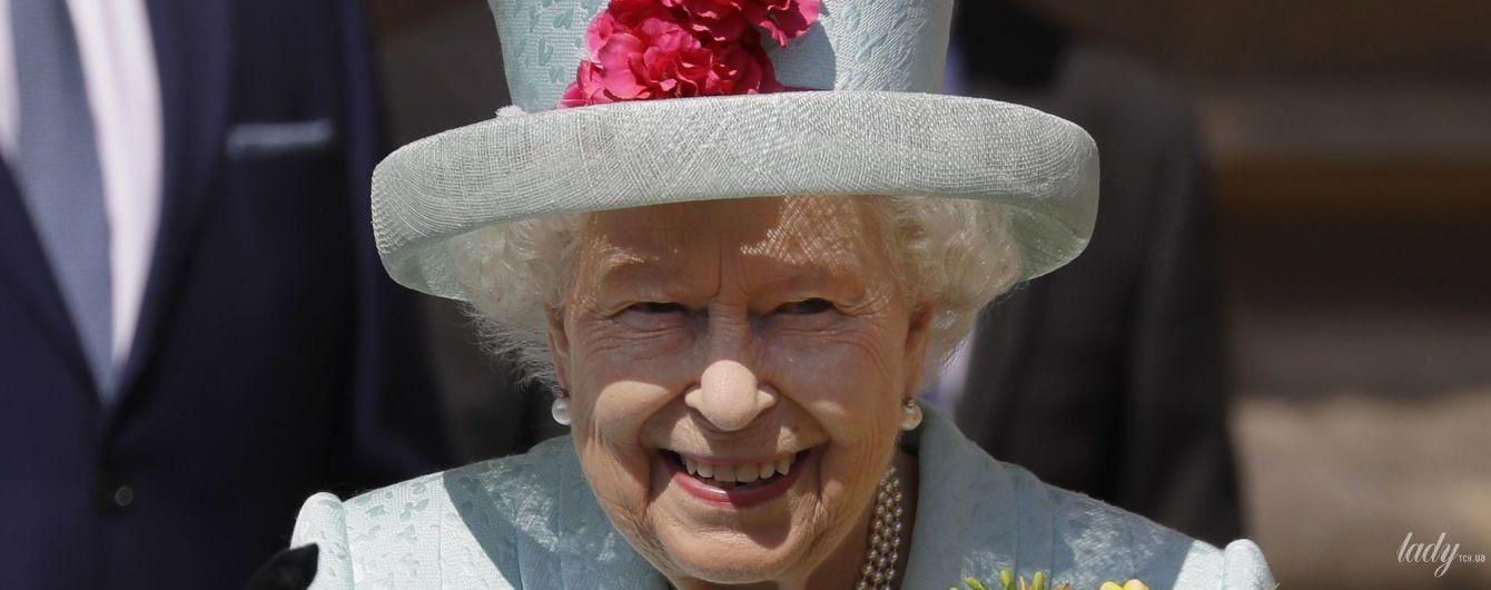 Ах, яка: королева Єлизавета II відвідала великодню службу у Віндзорі