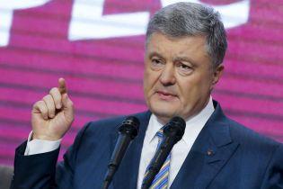 Чергові відставки: Порошенко звільнив своїх радників, представників і прес-секретаря