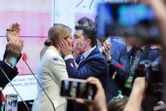 Дружина Зеленського 2013 року придбала у екс-нардепа Буряка апартаменти у Криму за половину вартості – Reuters