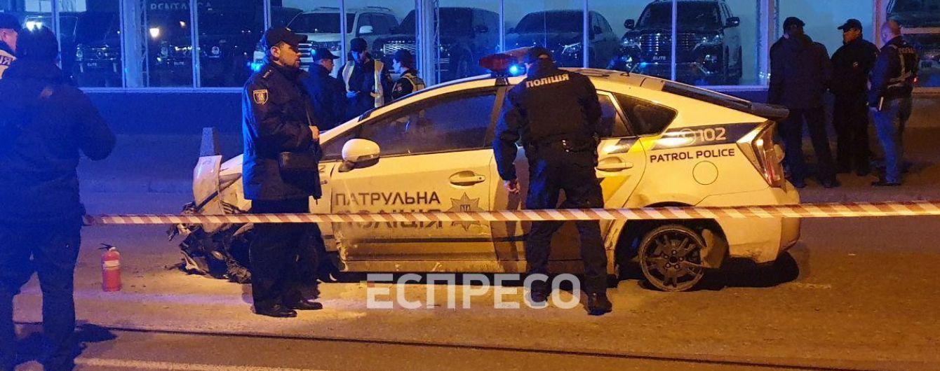 В центре Киева мужчина напал на копов и угнал полицейское авто