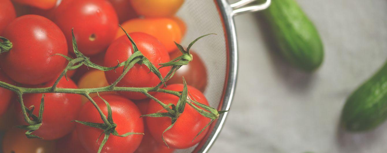 В Україні стрімко дорожчають огірки та дешевшають помідори