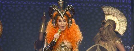 В боди и леопардовой накидке: 72-летняя Шер вышла на сцену в пикантном образе