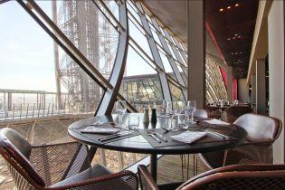 В Париже в ресторанах вводят штрафы за отмену бронирования