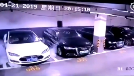 Камера зняла потужний вибух Tesla Model S на паркінгу у Китаї