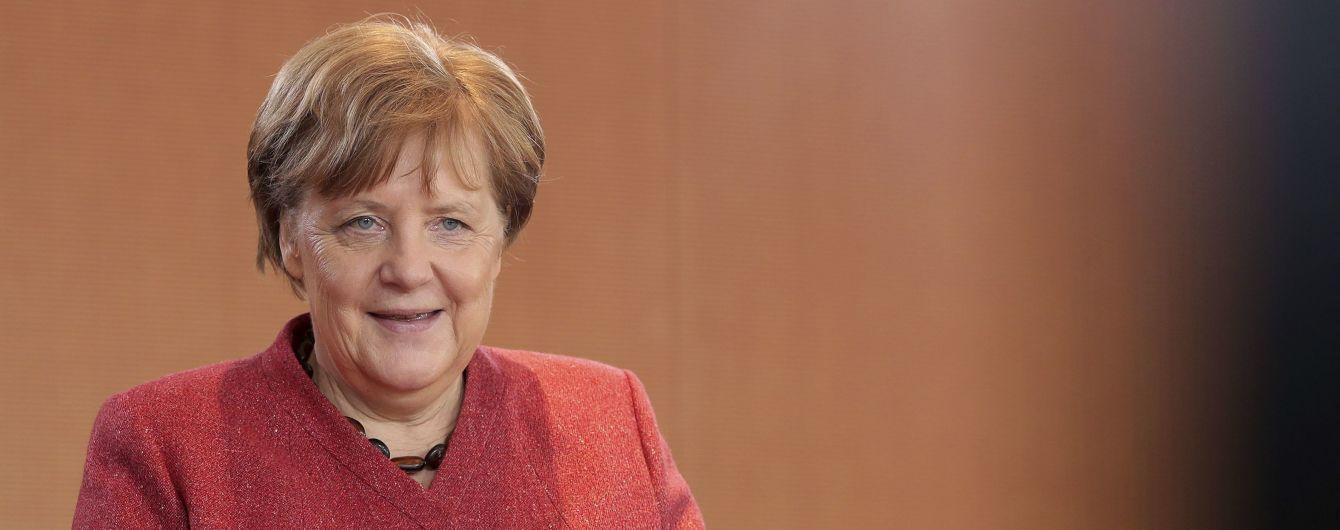 Меркель поздравила Зеленского с победой на выборах и пригласила в Германию