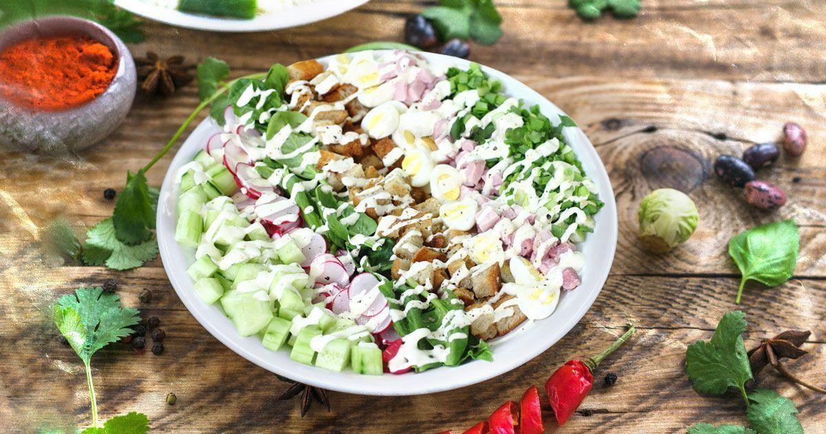 Великодній салат з овочами та шинкою