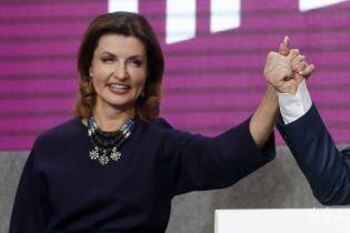 В горчичном пальто с вышивкой: стильная Марина Порошенко на выборах