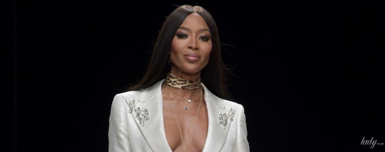 Опять блеснула грудью: Наоми Кэмпбелл продемонстрировала три разных образа на Неделе моды в Нигерии