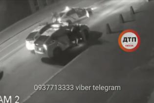 У Києві камера зняла затримання п'яного викрадача патрульної Toyota Prius