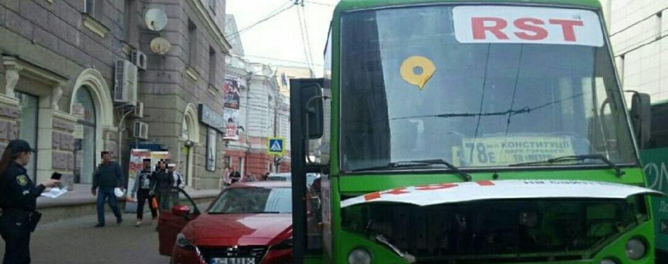 В Харькове маршруточника уличили в вождении под наркотиками