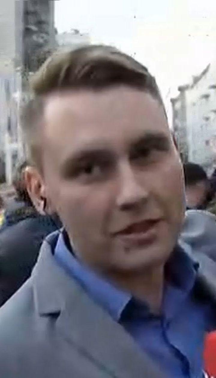В Киеве возле АП собрался митинг в поддержку Порошенко