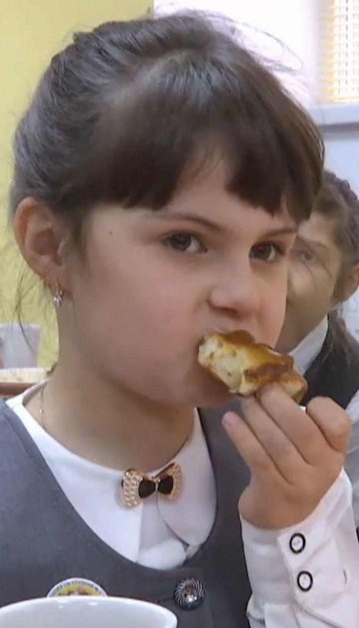 Салат табуле, наггетсы и бургеры: в Винницкой области кардинально изменили школьное меню