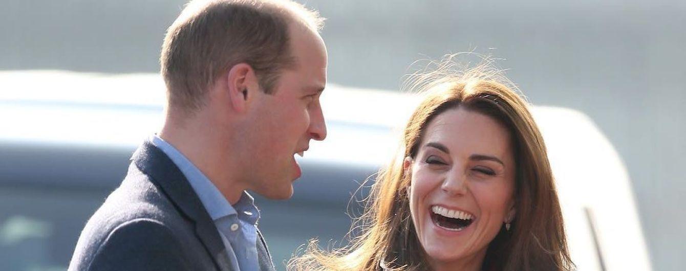 Младшему сыну Кейт и принца Уильяма год: новые смешные фото подросшего Луи