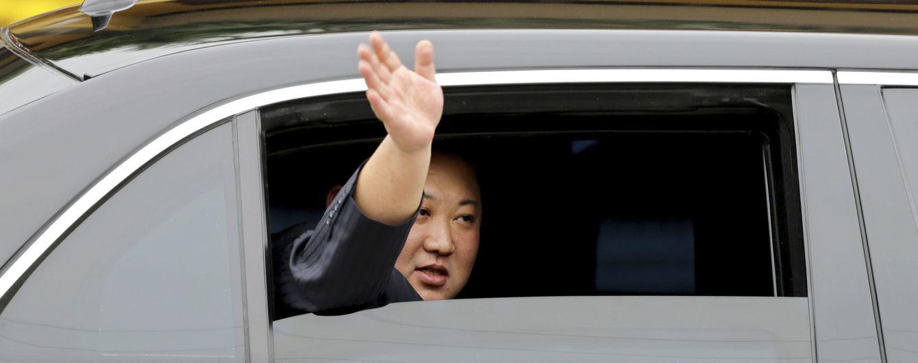 Лимузин Ким Чен Ына доставили во Владивосток. Ради него разобрали стену на вокзале