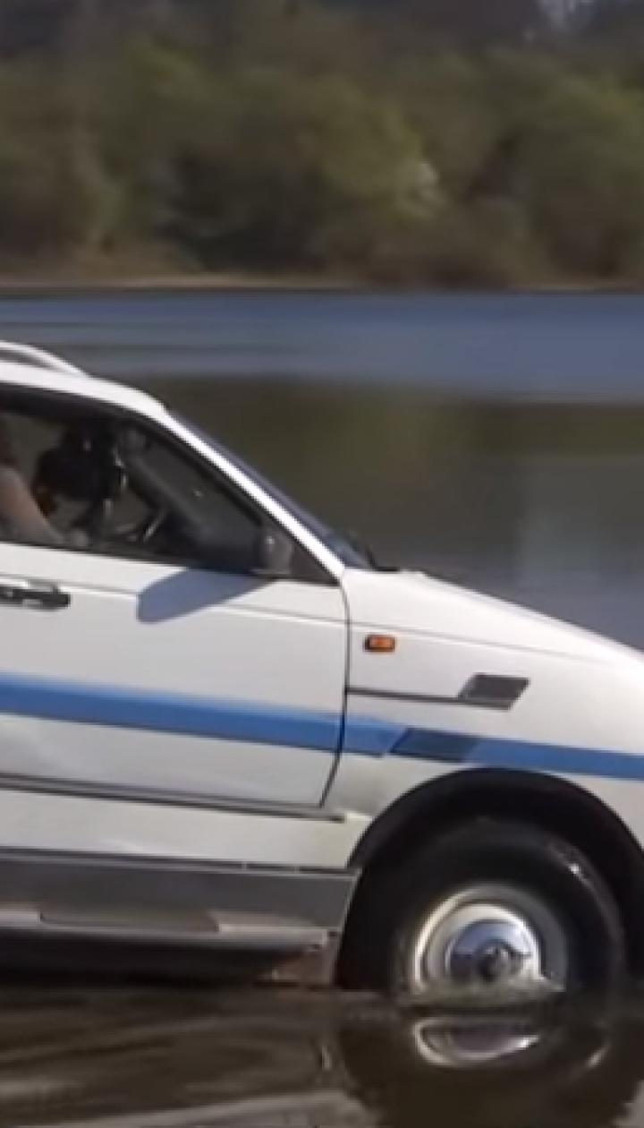 Львів'янин перетворив старий Volkswagen на автомобіль-амфібію