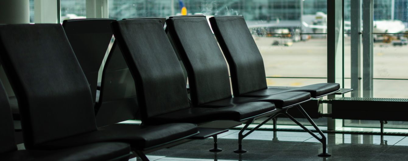 """Аеропорт """"Одеса"""" відновив роботу лише через добу після аварії з літаком"""