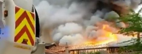 В Париже вспыхнул пожар в районе знаменитого Версальского дворца