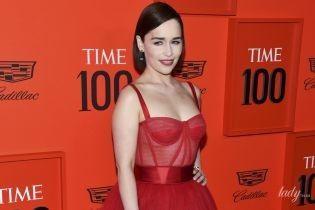 У розкішній сукні з прозорим корсетом: Емілія Кларк на червоній доріжці