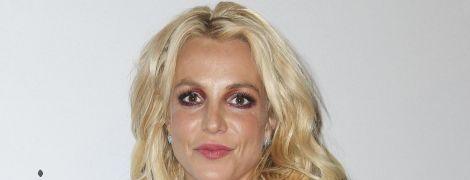 Бритни Спирс впервые после выхода из психбольницы записала видео к фанам