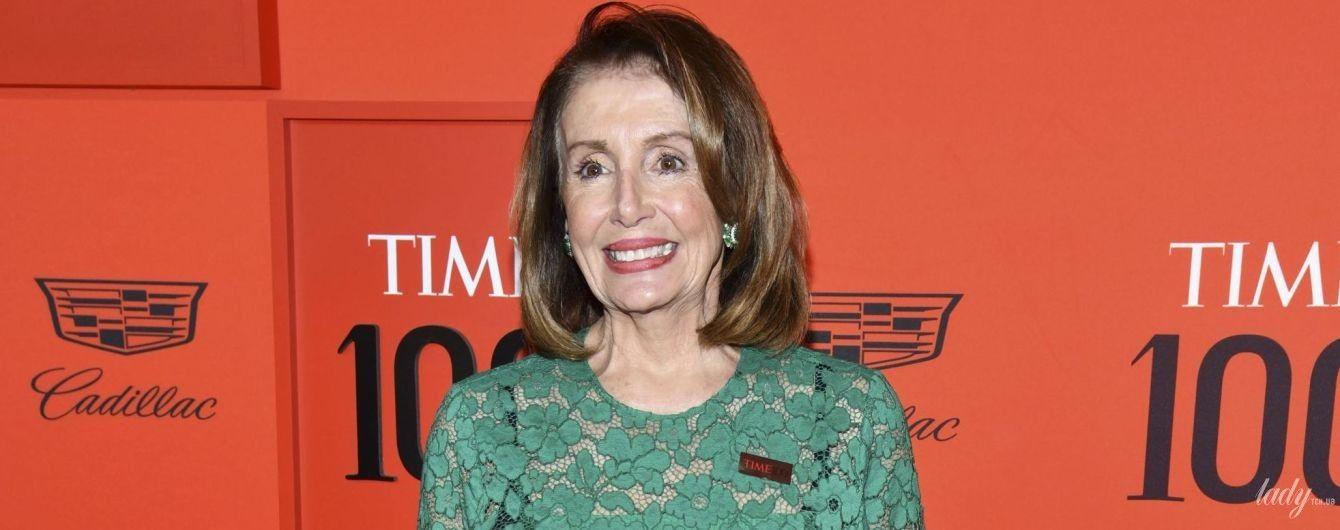 Має розкішний вигляд: 79-річна спікерка Палати представників США у прозорій сукні прийшла на гала-вечір