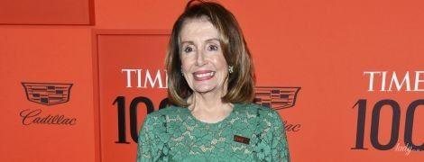 Выглядит роскошно: 79-летний спикер Палаты представителей США в прозрачном платье пришла на гала-вечер