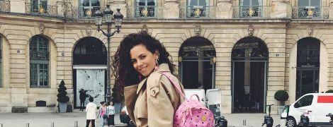 Жизнерадостная Настя Каменских в модном тренче отдохнула в Париже