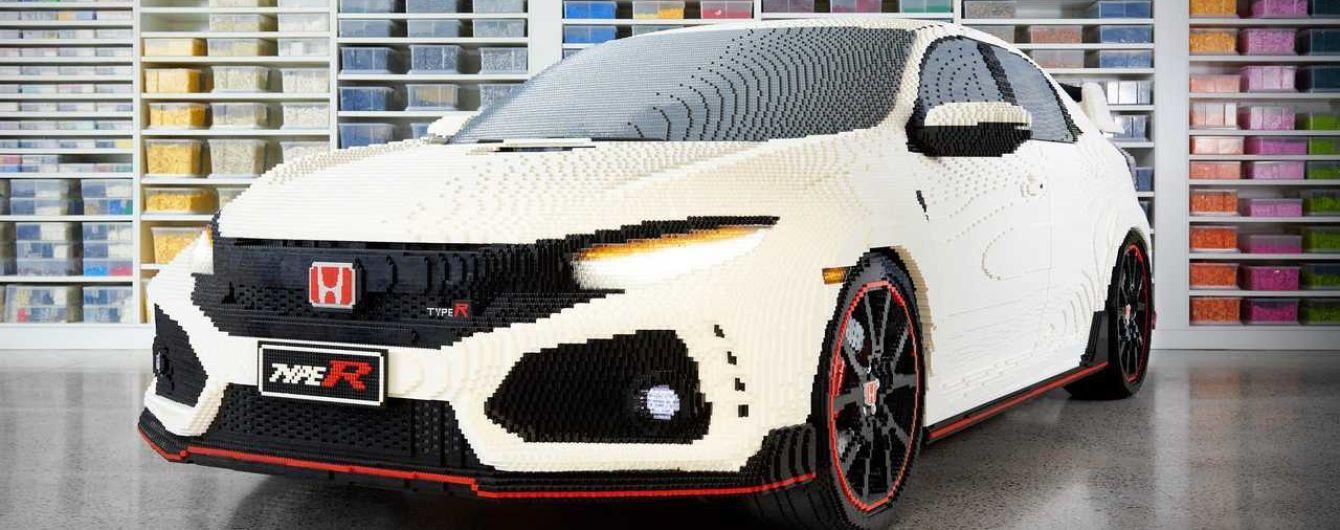Спортивну Honda Civic відбудували Lego з робочою оптикою