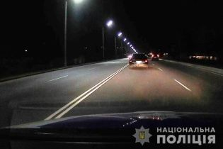 """Під Києвом патрульні стріляли, щоб зупинити п'яного водія на """"євроблясі"""""""