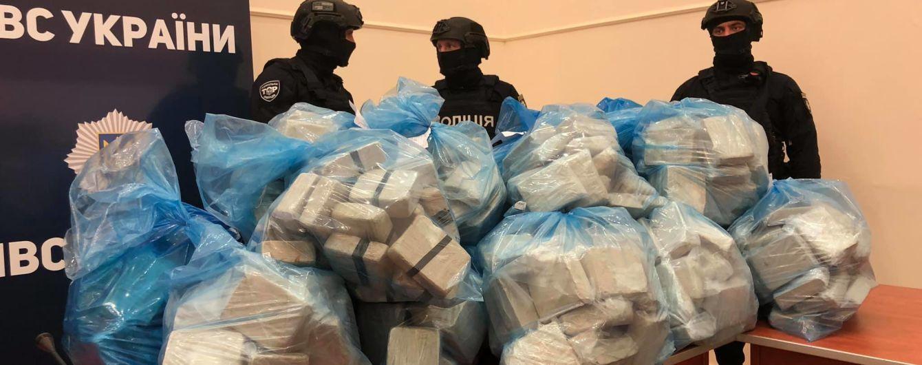 Столичні правоохоронці за останній місяць конфіскували рекордну кількість наркотиків: майже тонну