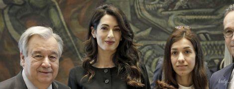 В платье на пуговицах и с красивыми локонами: деловой аутфит Амаль Клуни
