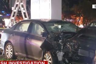 В Калифорнии водитель намеренно въехал в толпу пешеходов: 8 пострадавших