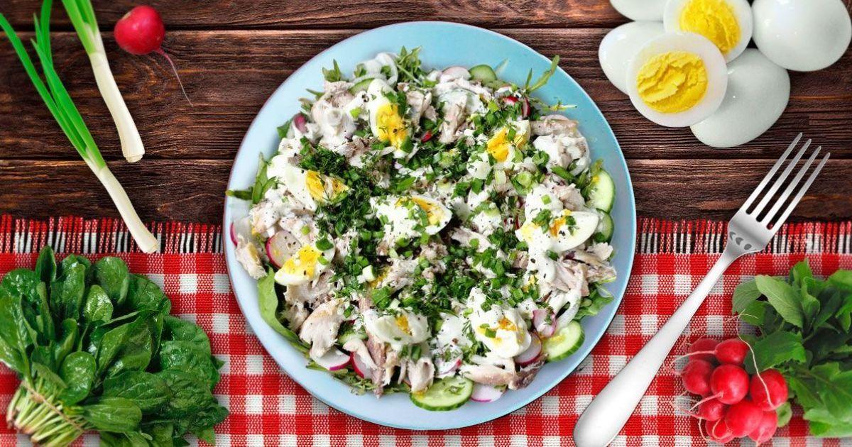 Весняний салат з копченою скумбрією
