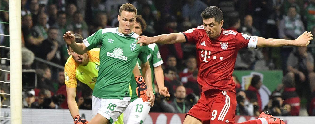 """""""Бавария"""" дважды пропустила за минуту, но вышла в финал Кубка Германии"""