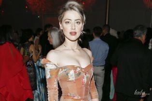 З персиковими рум'янами і в сукні з оголеними плечима: жіночна Ембер Герд на урочистому заході