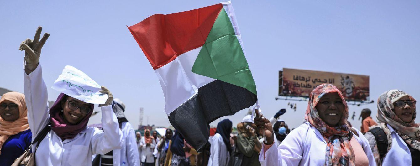 После нескольких месяцев протестов в Судане договорились о создании переходного правительства