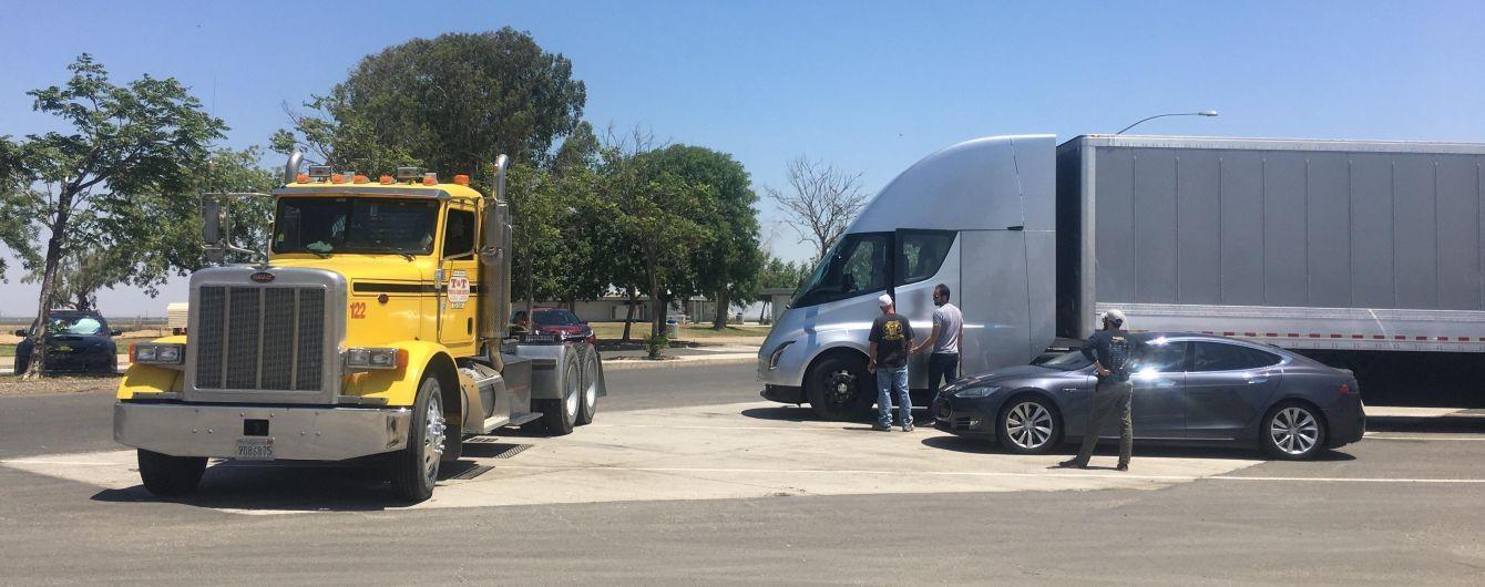 Старт производства грузовиков Tesla Semi перенесли на год