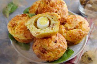 Маффины с перепелиным яйцом и беконом