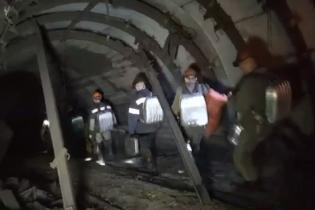 Унаслідок вибуху на шахті окупованої Луганщини під завалами опинились 17 гірників, тіла трьох вже підняли на поверхню