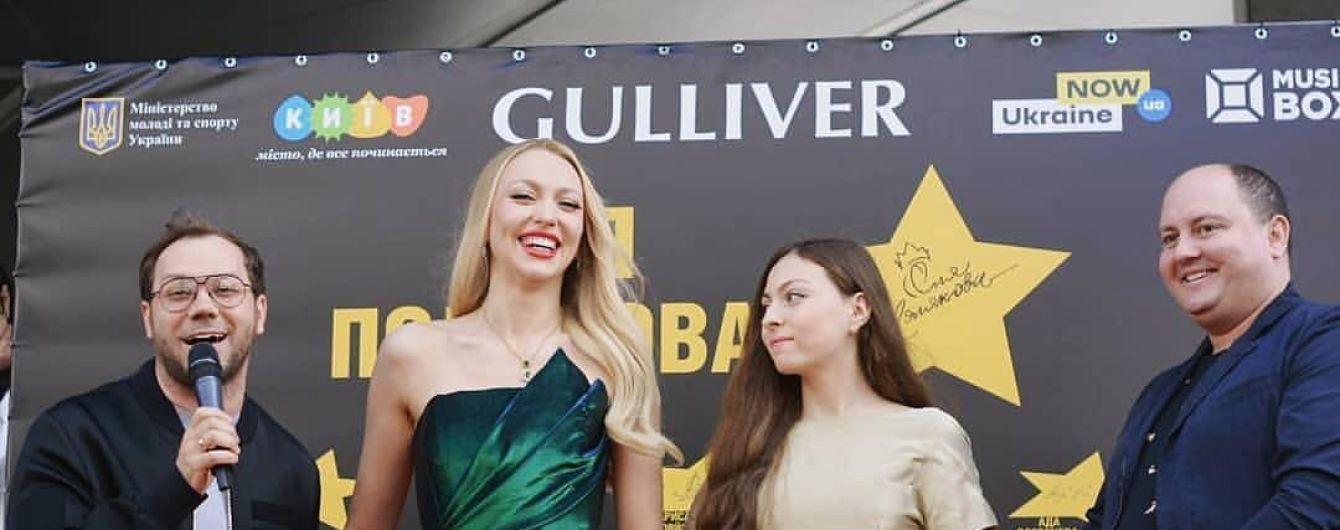 Мама в екстремальному міні, донька у золотистій сукні: Оля і Маша Полякови на зірковій алеї в Києві