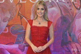 В червоній сукні та з розкішним кольє: Кітті Спенсер на вечірці ювелірного бренду