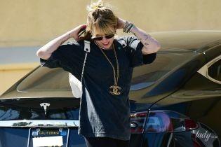 Як рок-зірка: Майлі Сайрус у велосипедках і шкіряних чоботях на вулицях Лос-Анджелеса