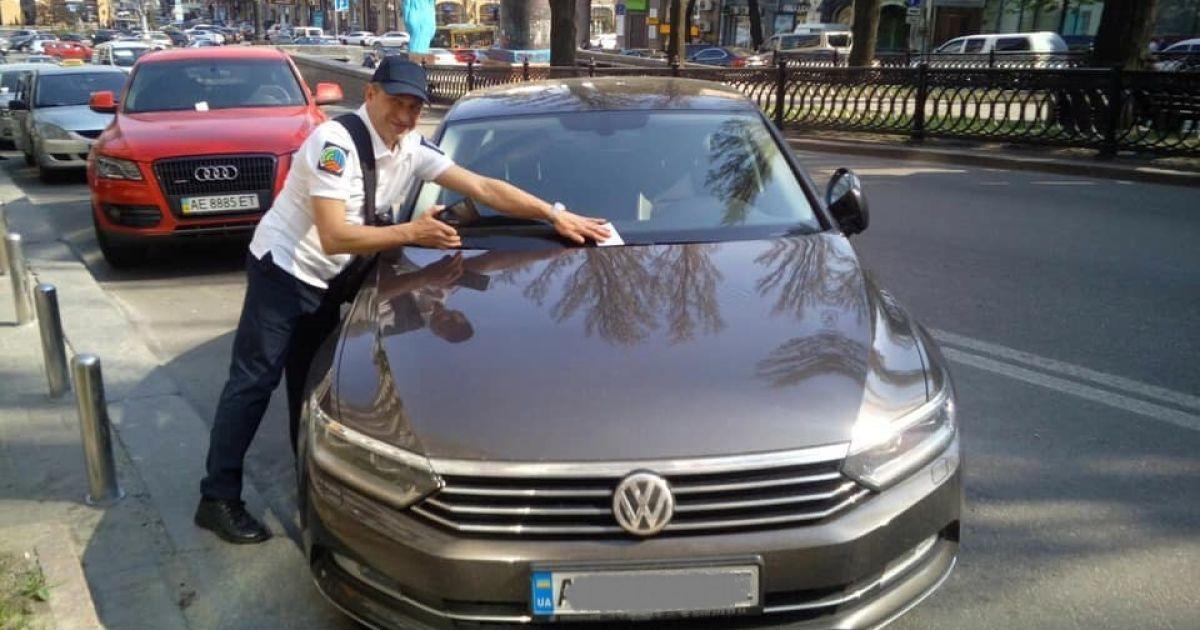 Інспектори з паркування почали евакуацію автомобілів-порушників із вулиць Києва