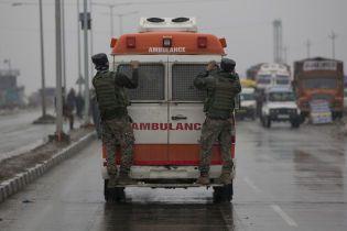 В Индии пассажирский автобус упал в ущелье, более 10 погибших