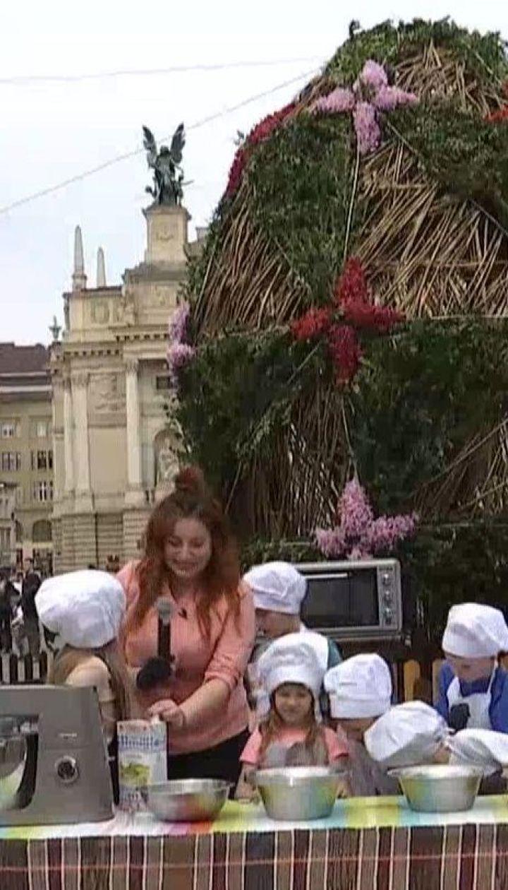Во Львове открыли пасхальную ярмарку с праздничной едой и сувенирами