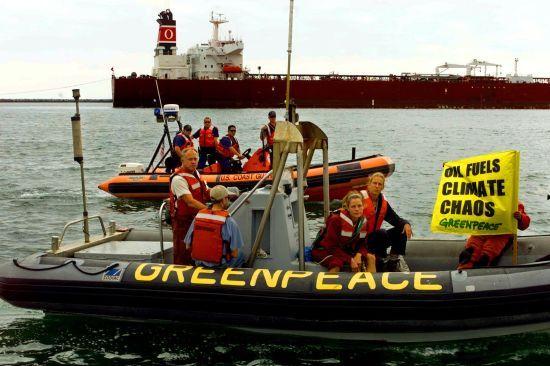 Активісти Greenpeace незаконно видерлись на нафтову платформу в Арктиці
