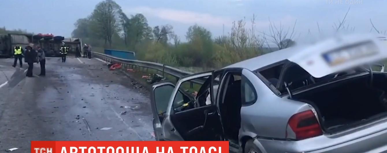 """На Ровенщине 18-летний водитель на """"евробляхах"""" попал под грузовик"""