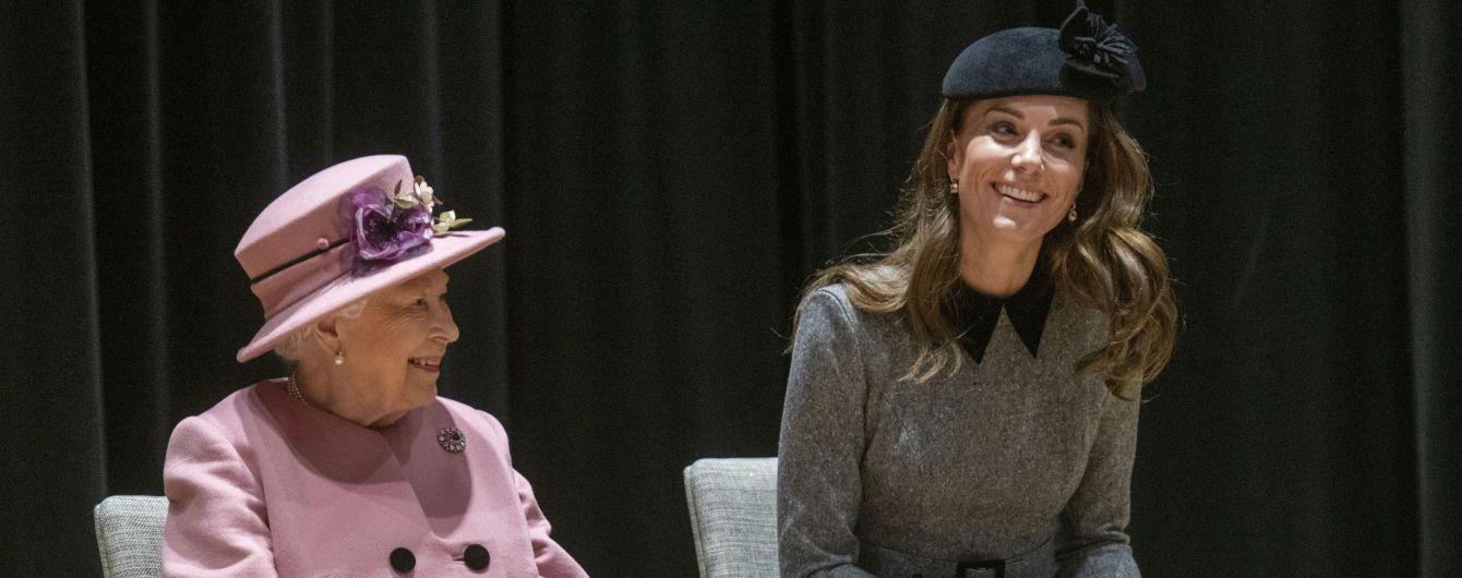 Кейт Міддлтон отримала найвищу нагороду від Єлизавети ІІ на річницю весілля з принцом Вільямом