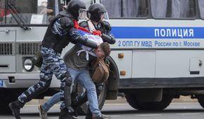 У Росії почалися масові мітинги за Навального: поліція вже затримала Любов Соболь і Кіру Ярмиш